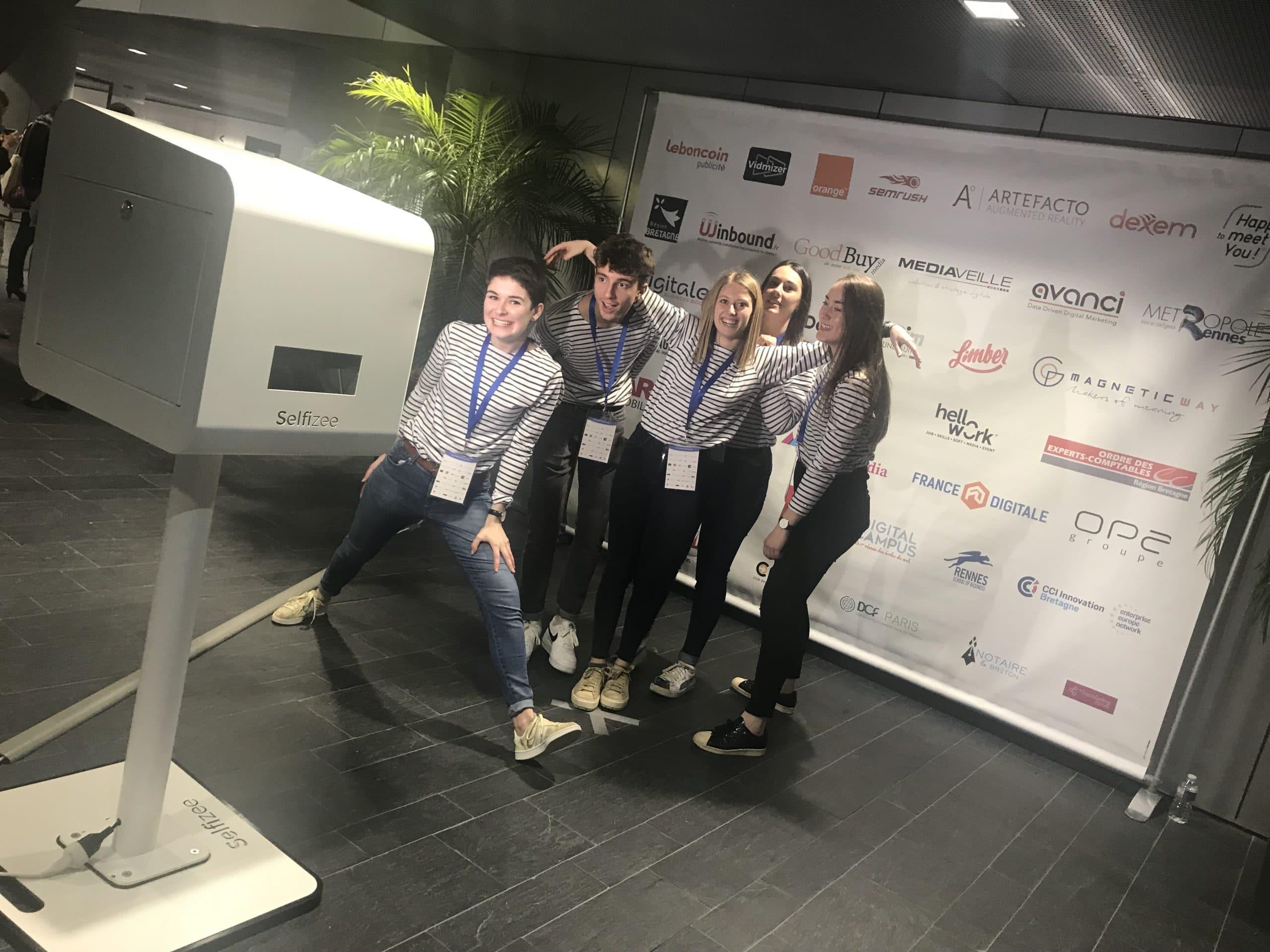 Borne photo avec animation photocall à la 1ère édition de l'événement Inbound Marketing France à Rennes - tables rondes, conférences et ateliers professionnels