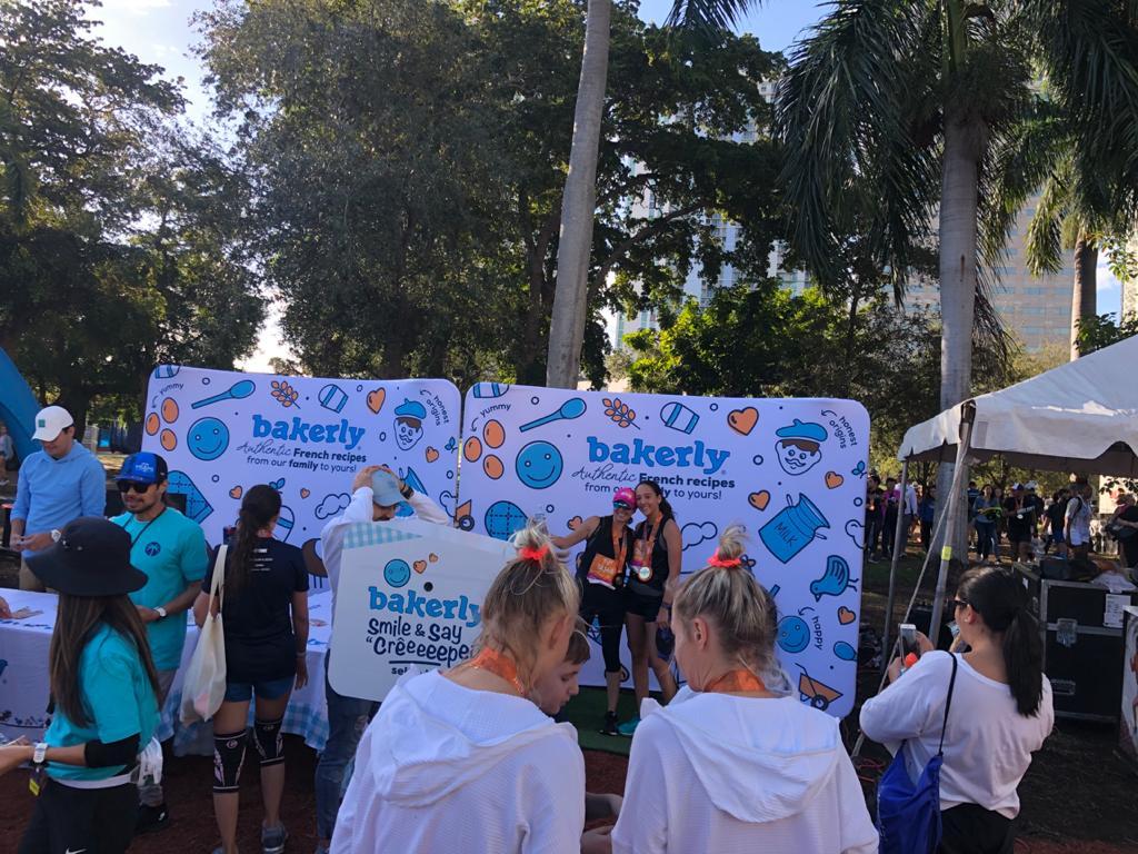 Animation photobooth et photocall stand Bakerly au marathon de Miami 2020 avec impressions photos des participants et visiteurs