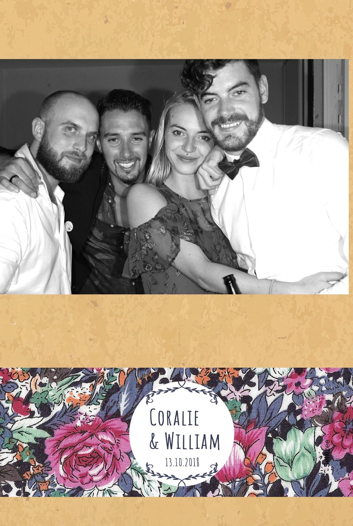 Selfie personnalisé avec box photo à louer à Carnac ou Morbihan pour album photos mariage ou fête