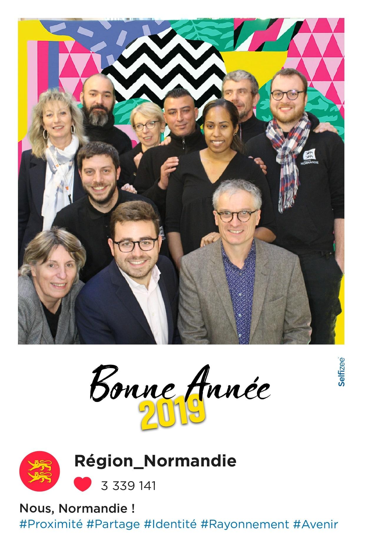 Photos personnalisées et selfie box connectée avec animation fond vert pour fête nouvel an au conseil régional de Normandie à Caen