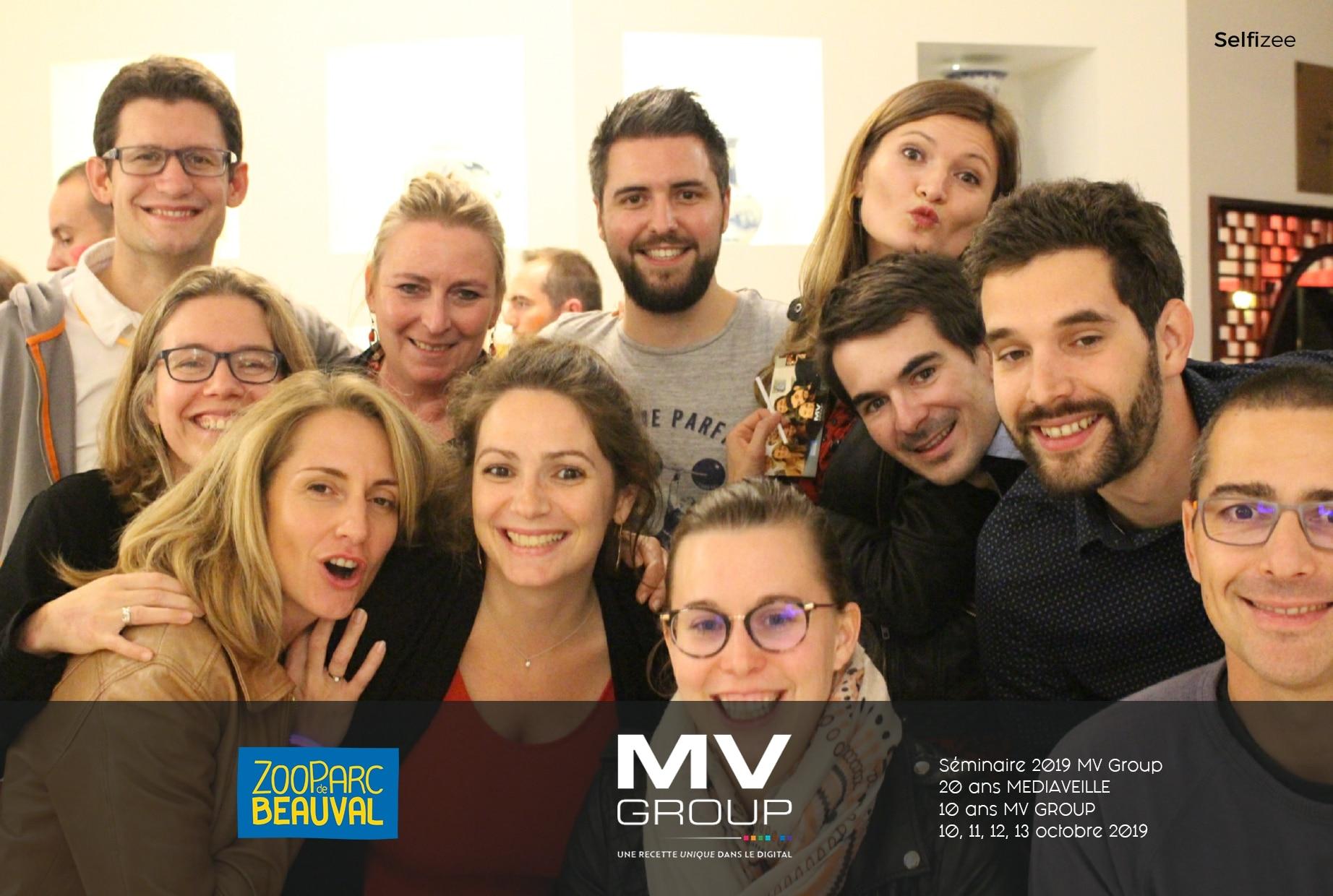 Animation selfie box au séminaire anniversaire 10 ans MV Group au zoo de Beauval avec photobooth connecté et impressions photos