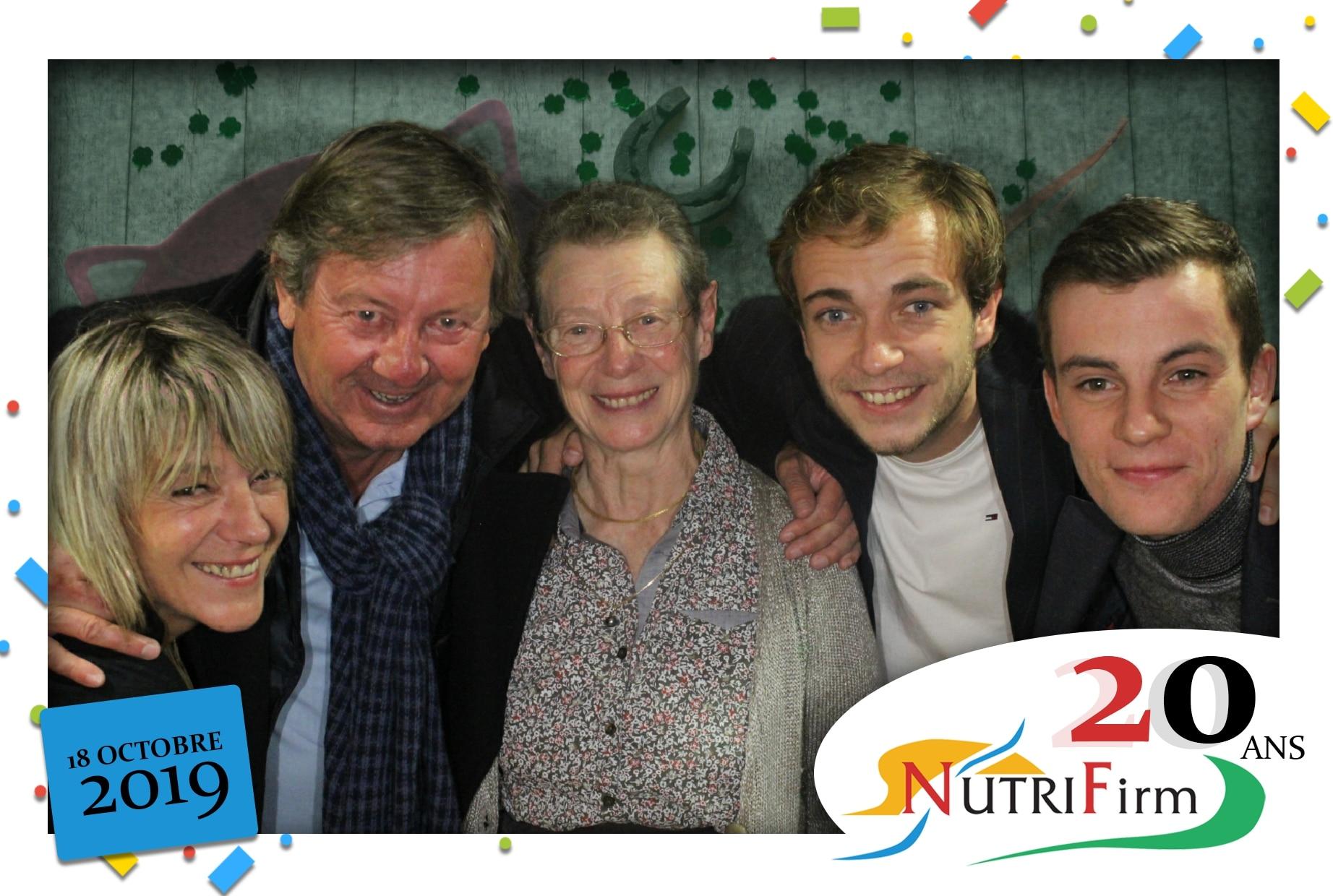 Animation selfie avec borne photo et fond vert à l'anniversaire des 20 ans de Nutrifirm au Palais des Congrès de Pontivy dans le Morbihan