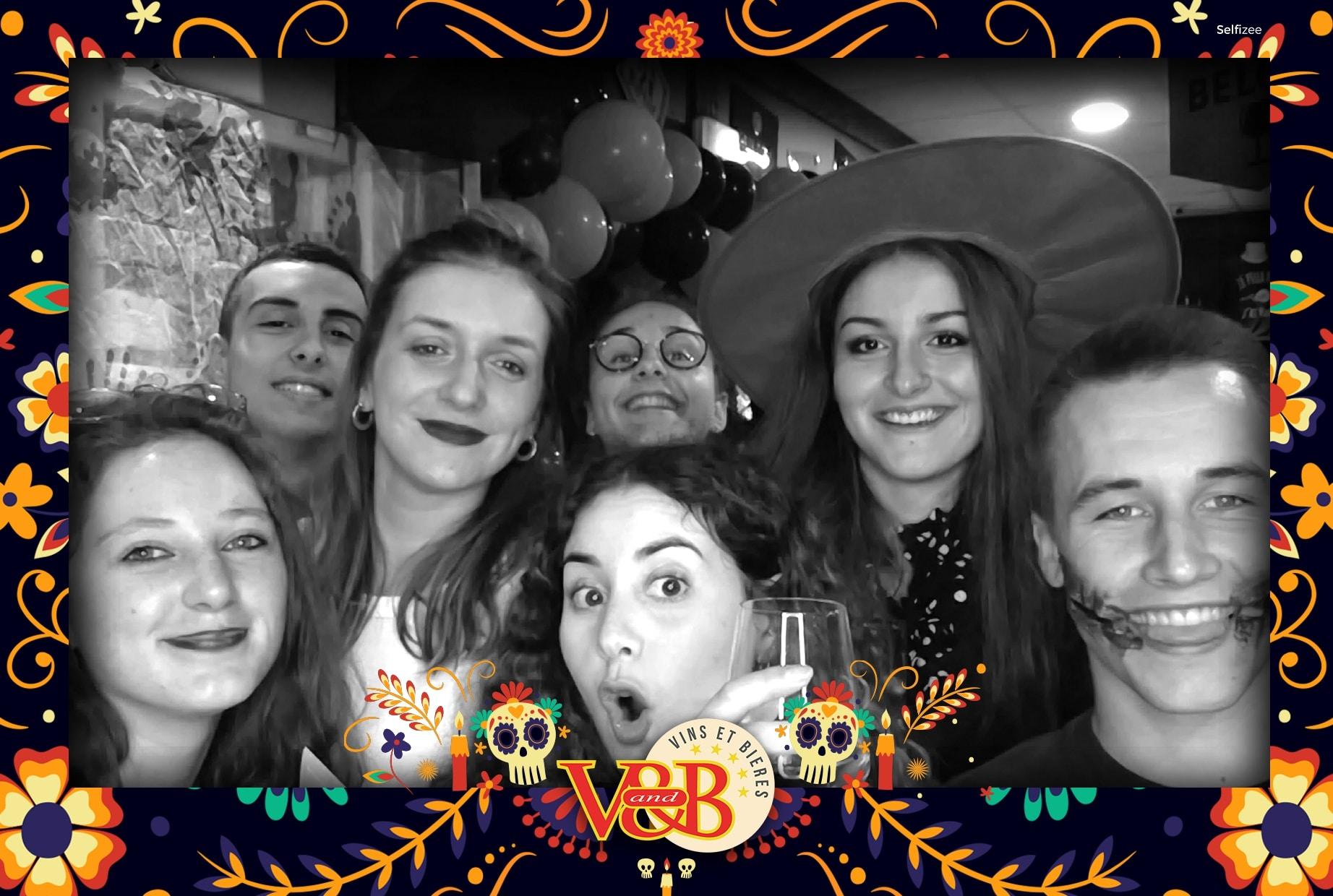 Borne selfie animation photo soirée Halloween au V and B Rochefort en 2019 - photobooth connecté avec imprimante à louer à Rochefort et en Charente Maritime