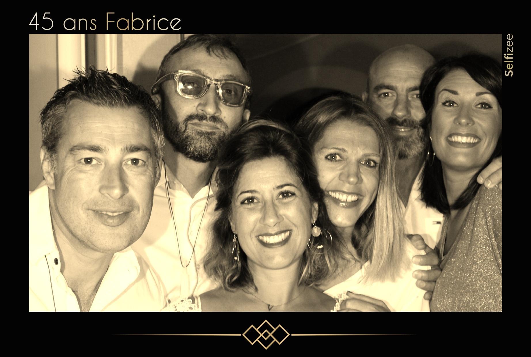 Selfie personnalisé et animation photobooth anniversaire Saint Tropez - borne photo à louer pour fête anniversaire Saint Tropez et dans le Var