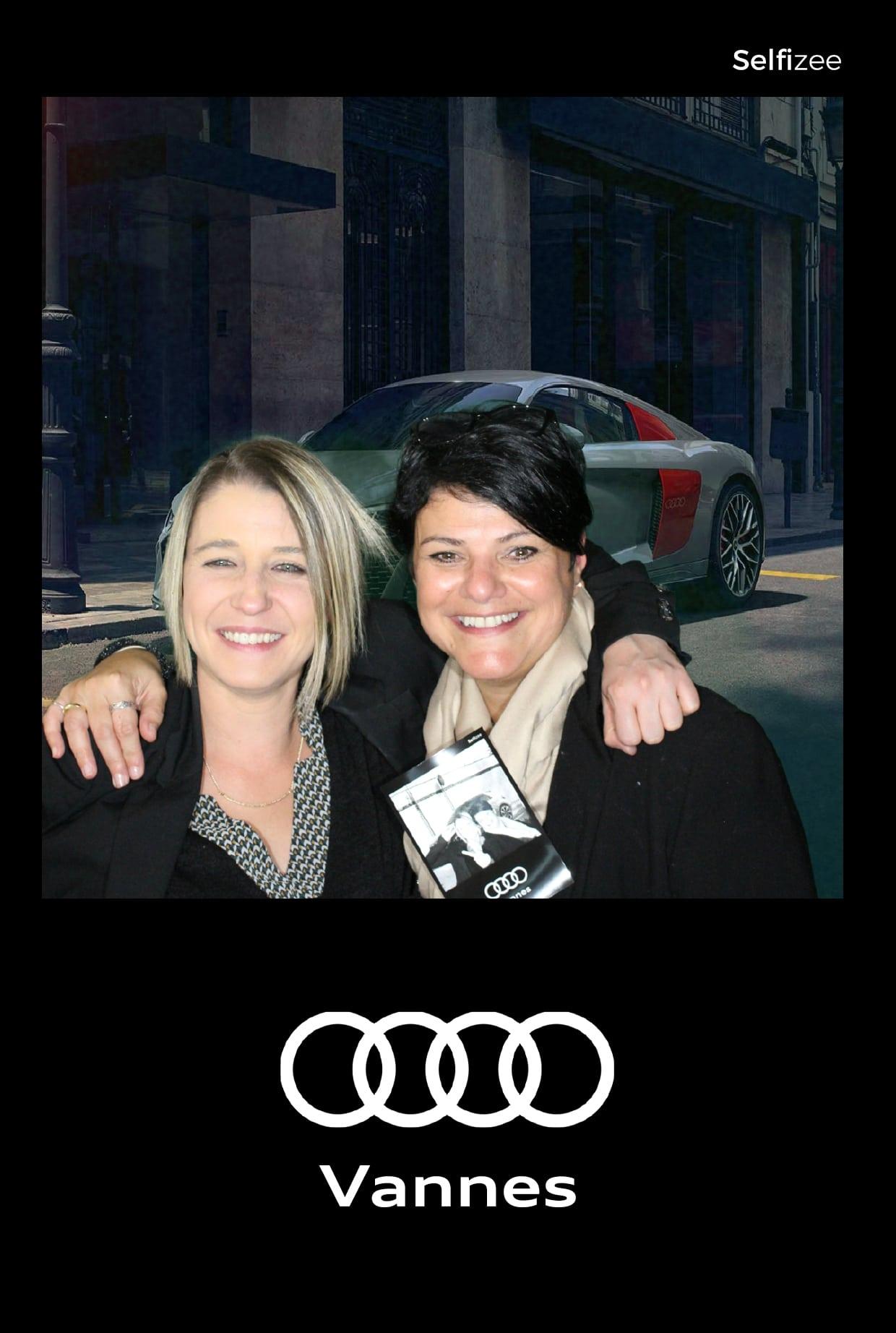 Selfie via borne photo et animation fond vert lors du lancement de la nouvelle voiture Audi Q3 Sportback à Vannes novembre 2019