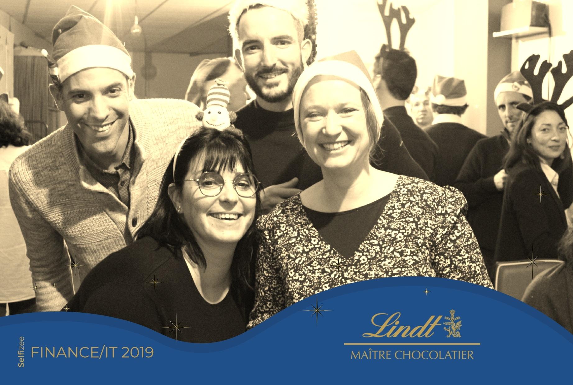Photo personnalisée avec filtre noir et blanc animation borne selfie soirée Noël et fêtes fin d'année à l'entreprise Lindt à Oloron-Sainte-Marie près de Pau