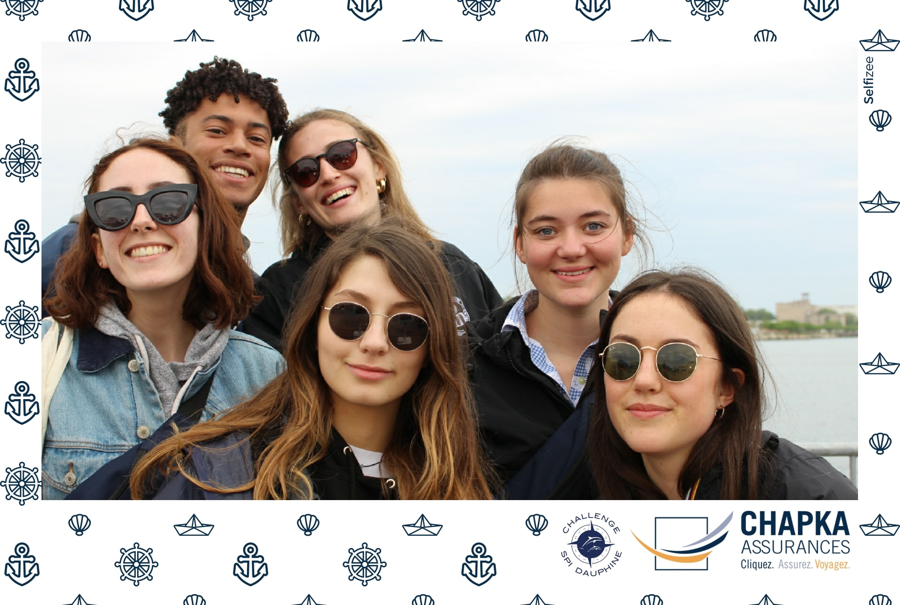 Selfies personnalisés et animation box photo au 38ème challenge Spi Dauphine entre écoles et universités en Méditerranée avec borne selfie au village de la régate au Port du Frioul à Marseille