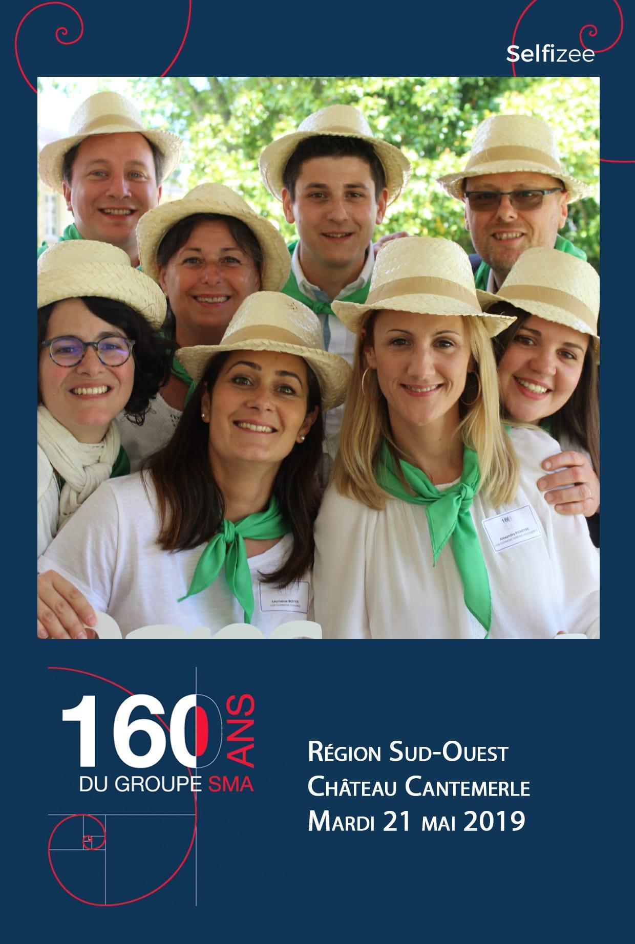 Photobooth avec impressions photos pour fête anniversaire du groupe SMA à Bordeaux - animation selfie box personnalisée