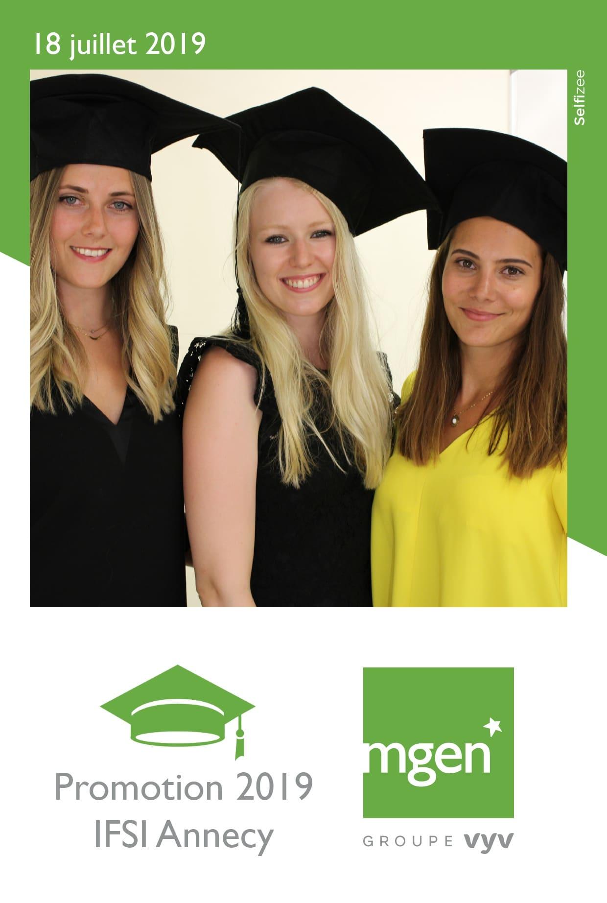 Animation photobooth et photos personnalisées à la remise des diplômes IFSI Annecy