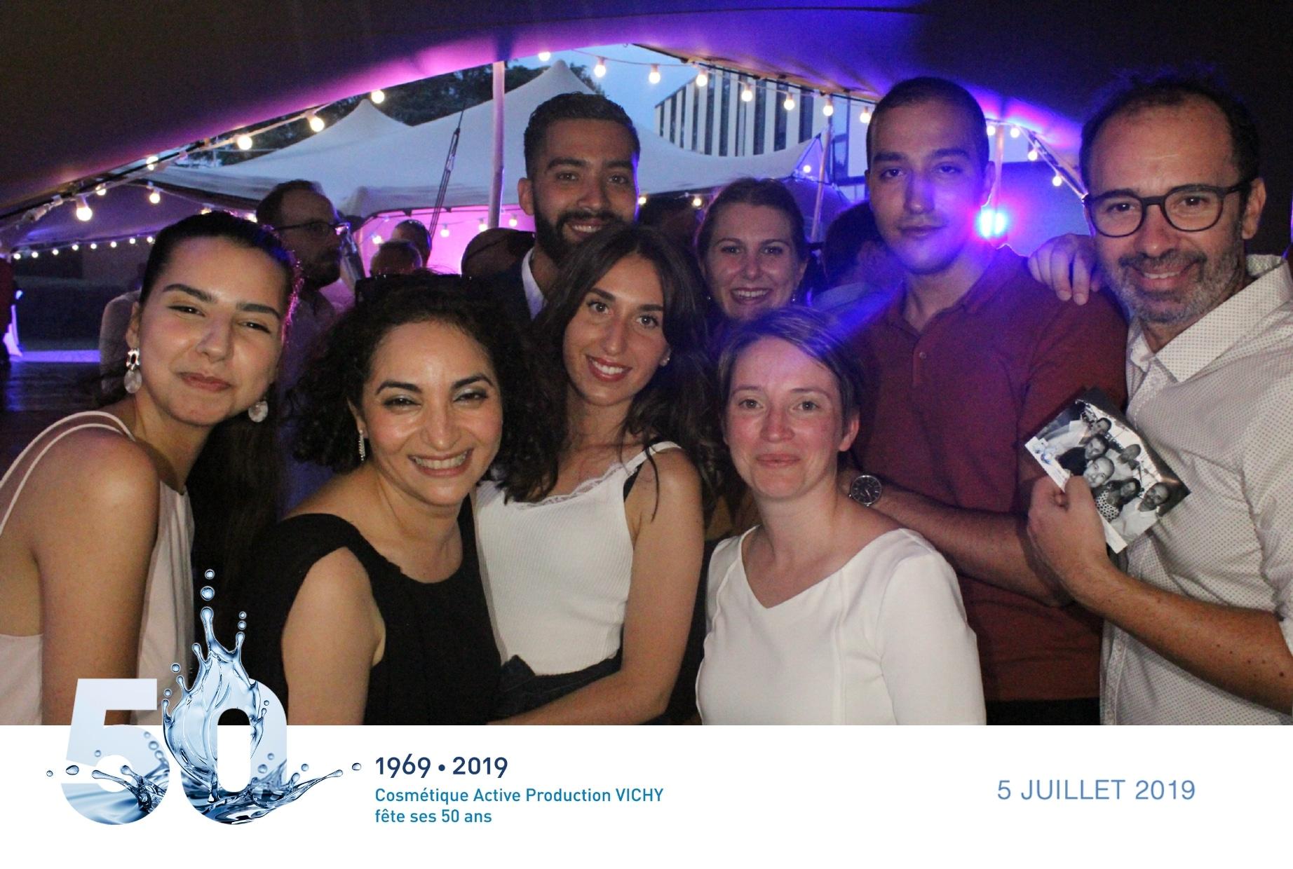 Animation selfie box avec impressions photos pour fête anniversaire 50 ans de la marque Vichy au site l'Oréal de Vichy entre Clermont Ferrand et Nevers