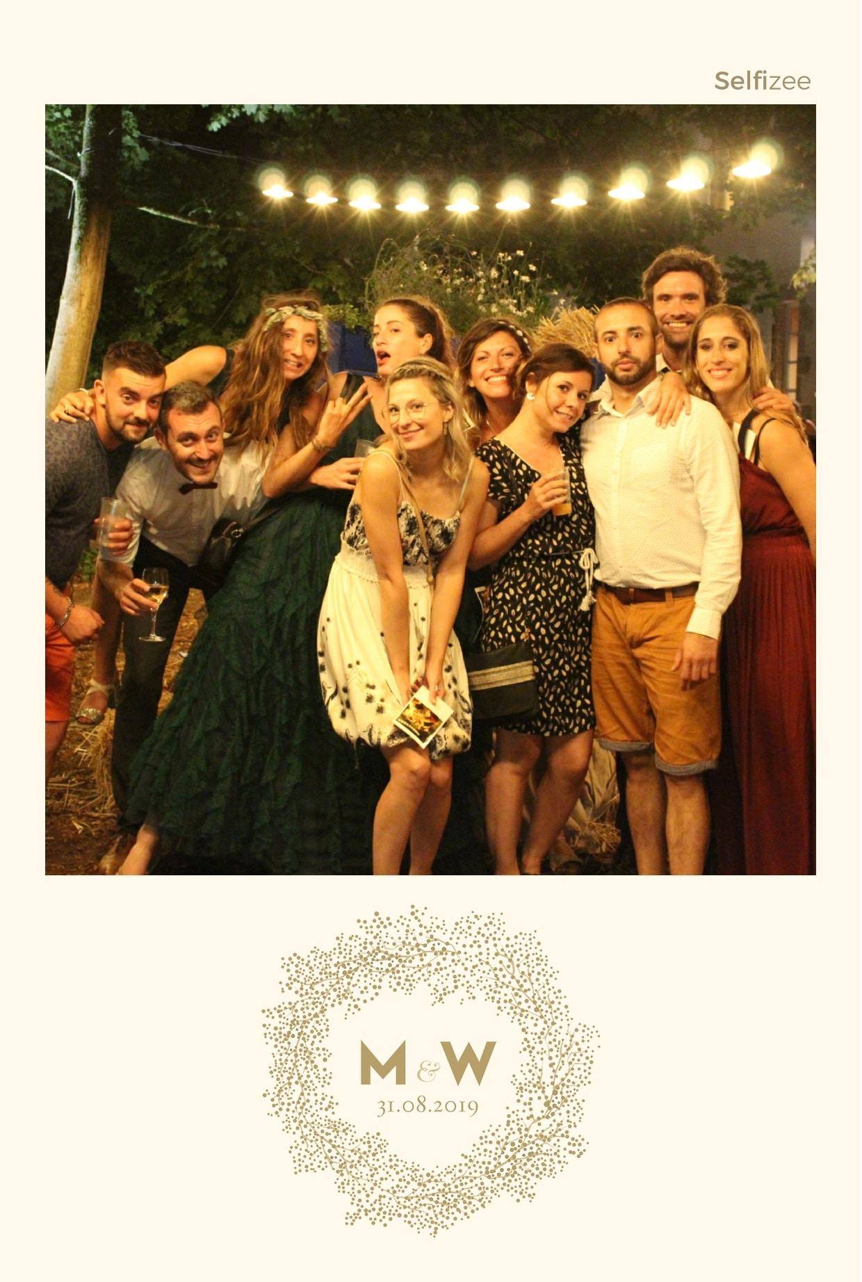 Album photo personnalisé avec photobooth connecté pour selfie mariage Clermont Ferrand
