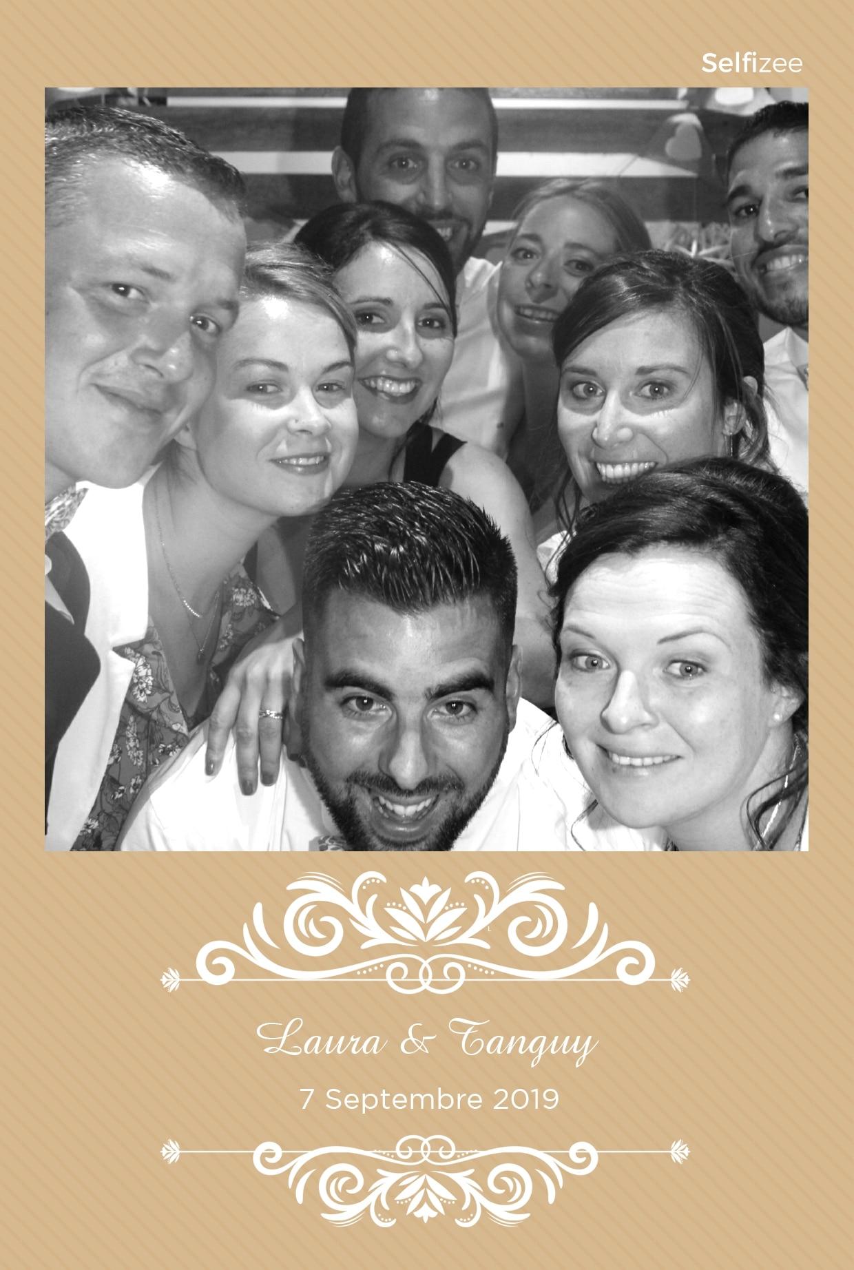 Photobooth avec imprimante et photos personnalisées à Carhaix Plouguer pour animation mariage