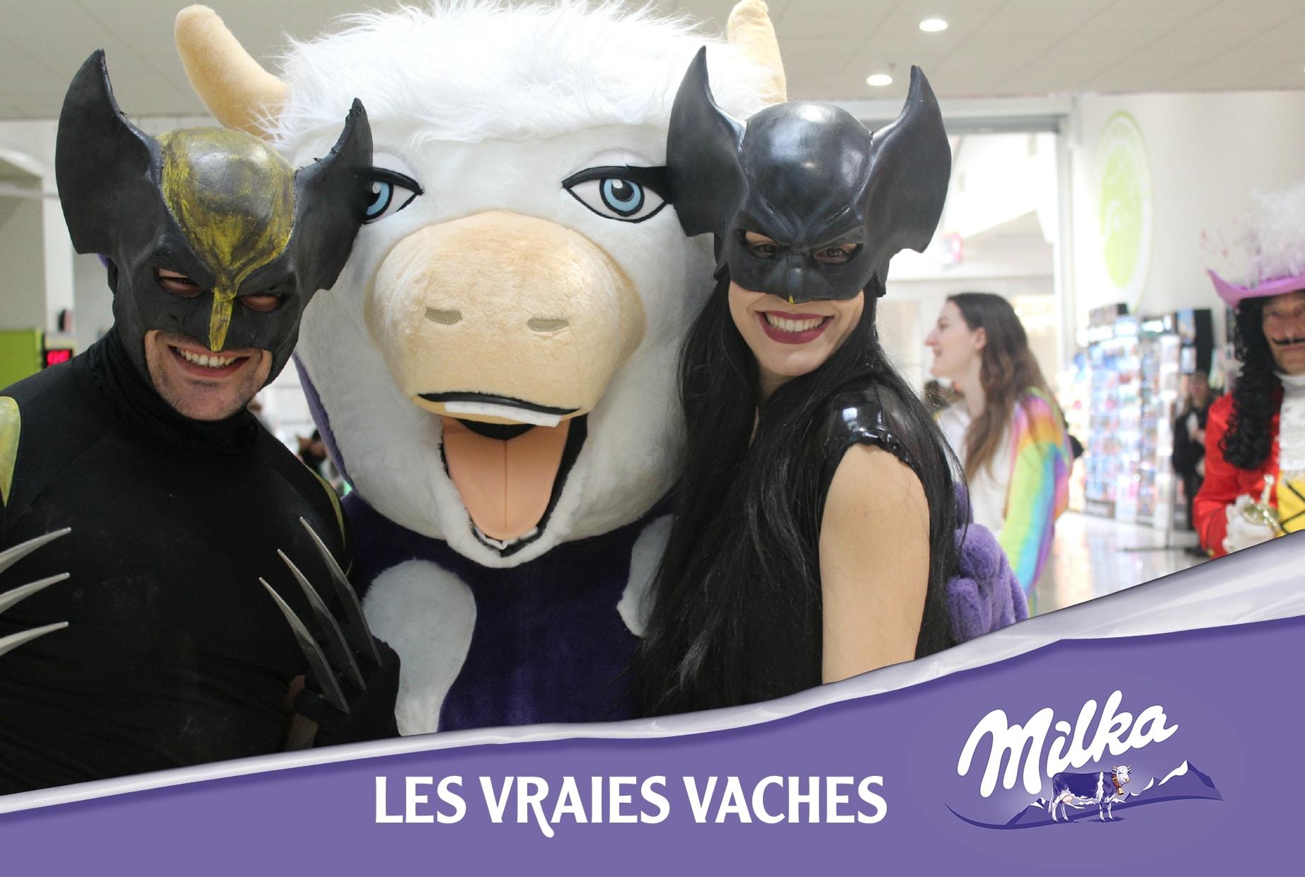 Borne photo avec mascotte et impressions selfies des visiteurs hypermarché Auchan Le Pontet à côté d'Avignon pour lancement nouveaux produits Milka 2020