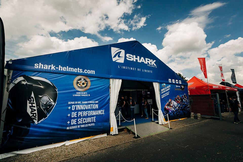 Photobooth Selfizee au stand Shark 24 heures du Mans Motos 2019 - impressions photos et jeu concours pour les visiteurs