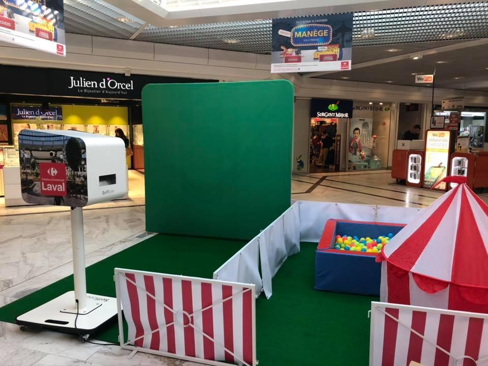 Borne selfie avec animation fond vert dans le centre commercial Carrefour Laval
