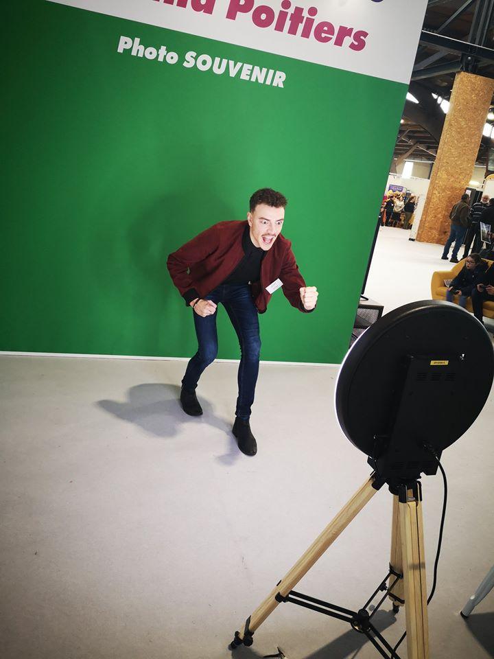 Borne selfie Spherik et animation fond vert au salon Proxi'Loisirs 2020 à Poitiers - animation photo pour tous les visiteurs