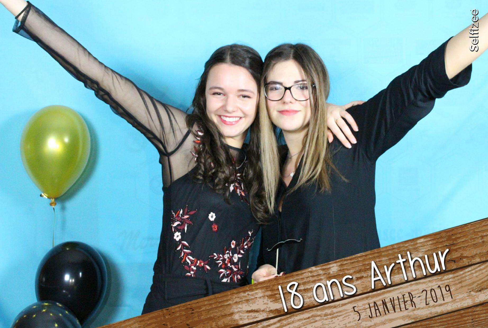 Animation photo anniversaire personnalisée avec photobooth connecté - borne photo à louer anniversaire Strasbourg / Bas Rhin avec impressions selfies
