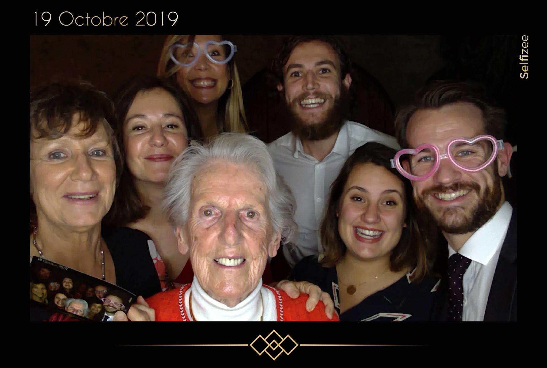 Animation photo personnalisée mariage Troyes avec photobooth connecté - location borne photo Troyes / Aube pour animation mariage, anniversaire, fête, baptême, soirée avec impressions selfies