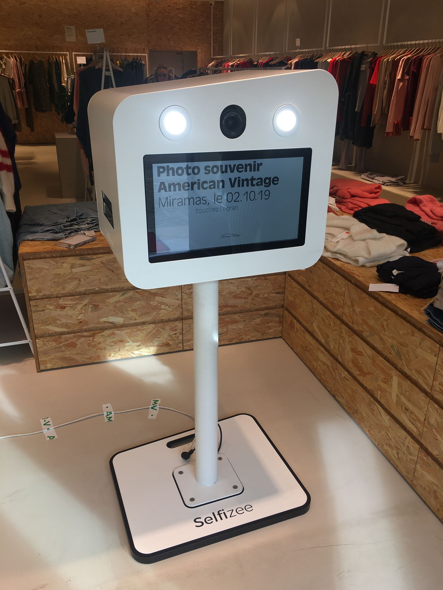 Borne selfie animation photos clients du magasin American Vintage à Miramas près d'Aix en Provence dans les Bouches du Rhône en 2019