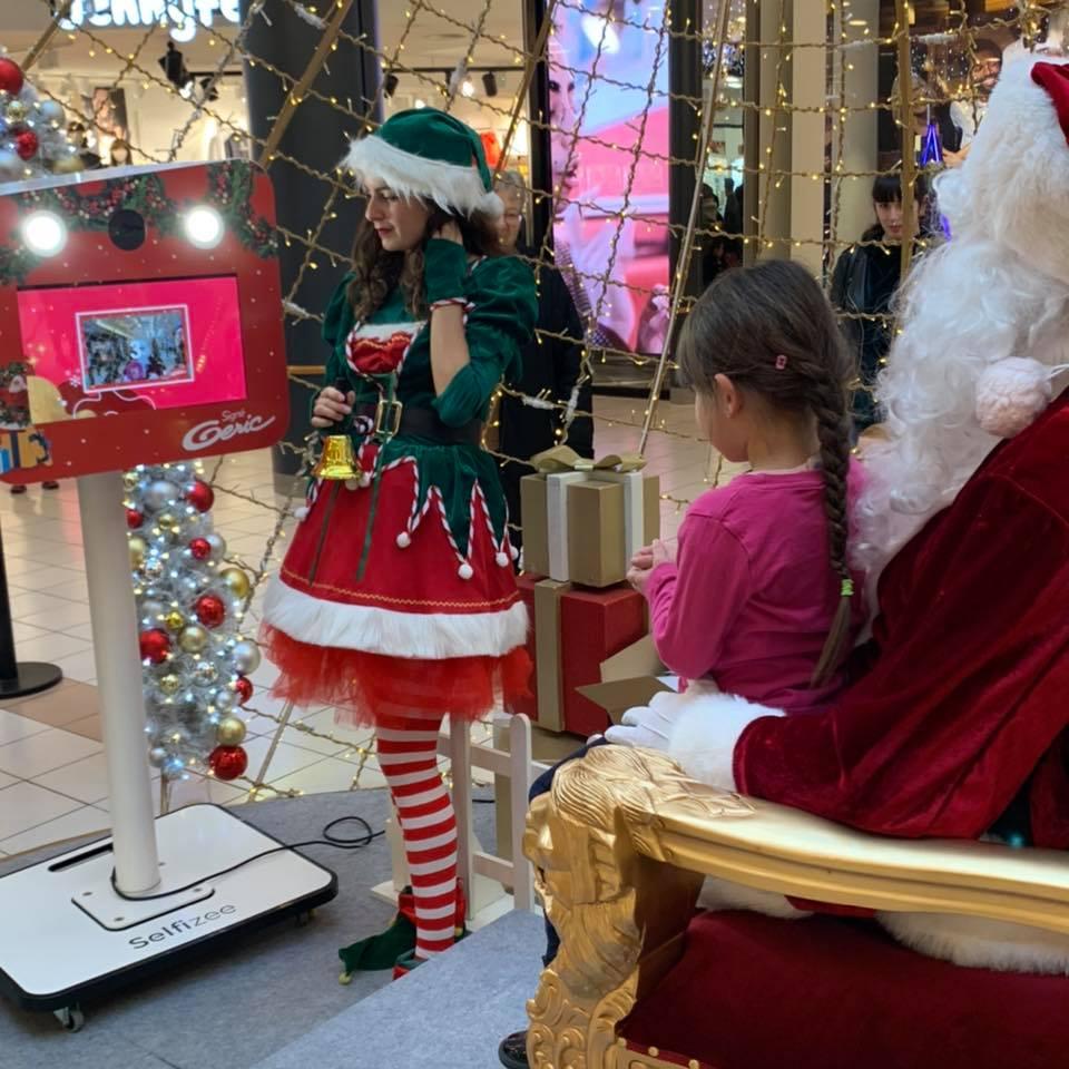Borne selfie animation photo Noël au centre commercial Geric à Thionville en Moselle - photobooth avec impressions photos pour les visiteurs et clients