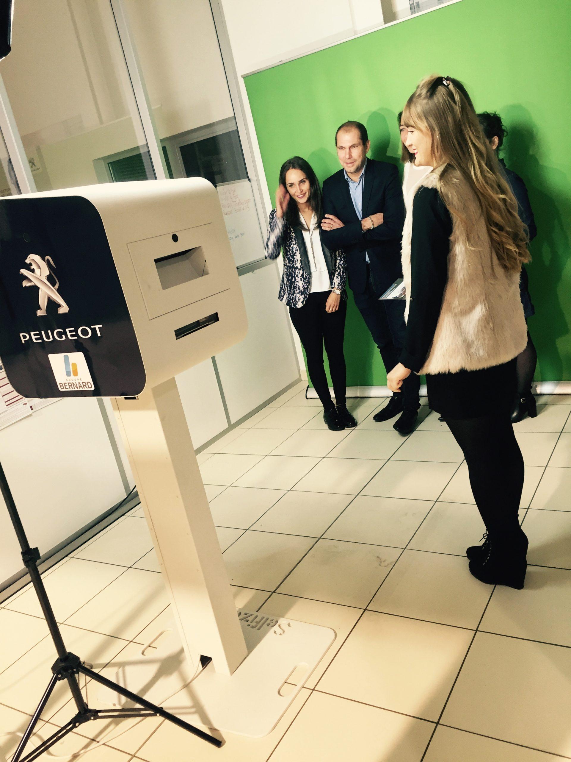 Borne selfie et animation fond vert pour photos soirée inauguration Peugeot Chambéry en Savoie en 2016