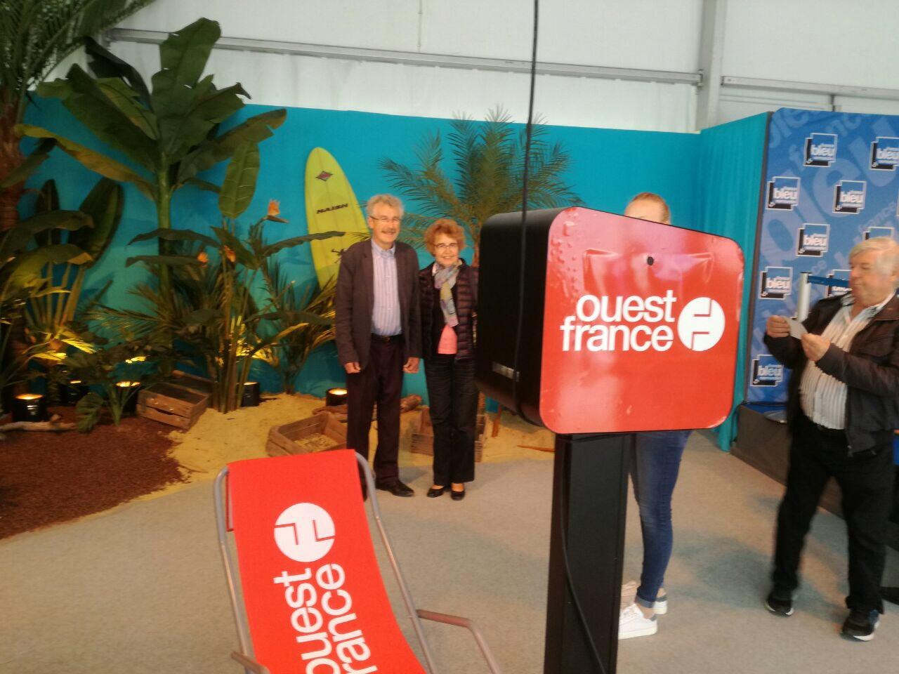 Borne selfie tactile animation stand Ouest France à foire de Caen 2017 avec impressions photos personnalisées pour les visiteurs